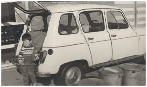 Gabrie met de Renault 4